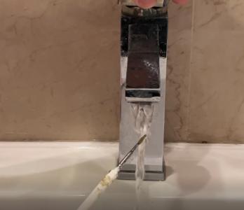 Cómo limpiar un pincel acrílico pintura